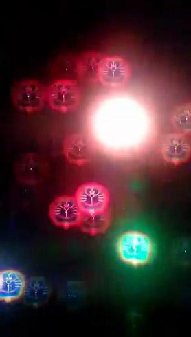 ドラえもんメガネで見た花火 中央に明るい光