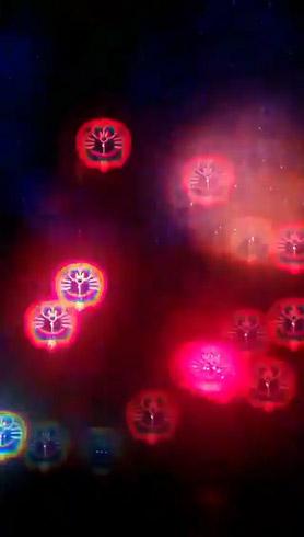ドラえもんメガネで見た花火 ちらほら残る赤いドラえもん