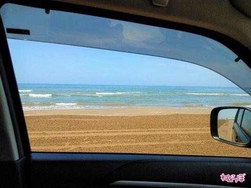 車窓からは海!