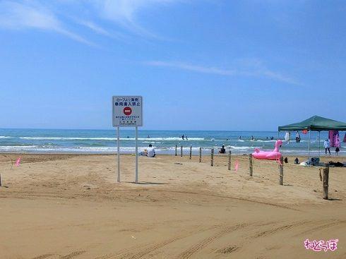 ロープから海側は車両進入禁止です