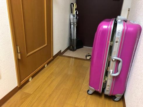 スーツケース 閉じ込め トイレ