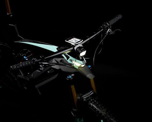 「Rally」「Adventure」グレードには内蔵式ヘッドライトを搭載