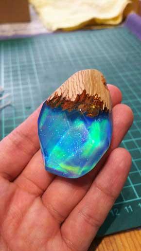 木 ウッド レジン アクセサリー 美しい クリスタル 魔力 ハンドメイド 氷の棺 空のおなか屋
