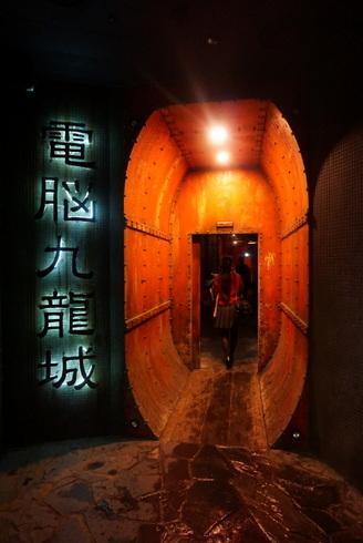 廃墟ゲーセン」「電脳九龍城」として有名な「ウェアハウス川崎