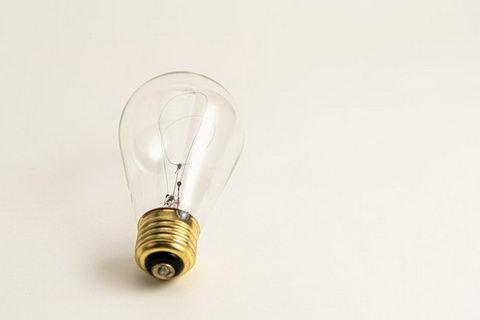電球はどうやって光るのか