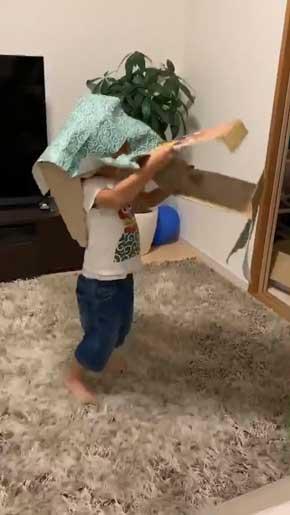 獅子舞 好き 子ども 男の子 真似 動き 段ボール 自作 頭 挟む 再現 Tシャツ