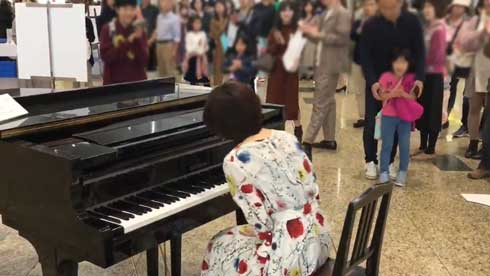 京都駅 ストリートピアノ プロ ゲリラ 演奏 千本桜 松尾優