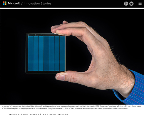 マイクロソフト、映画「スーパーマン」をガラス片へ保存成功 世紀を超えて保管できる耐久性