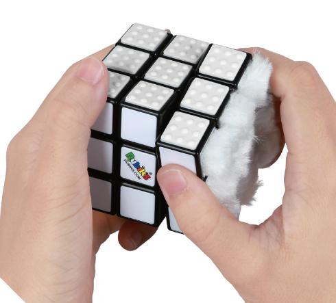 白いルービックキューブ」