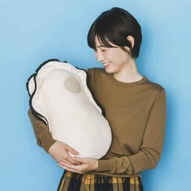 「なぜかかわいい もっちりクッション抱っこ牡蠣」メインイメージ