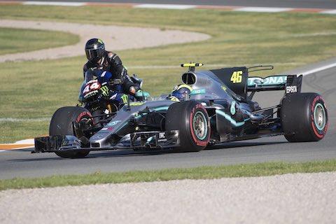 F1 ルイス・ハミルトン MotoGP バレンティーノ・ロッシ マシン交換