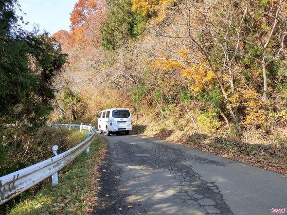 車1台がギリギリの道路。これが険道……!
