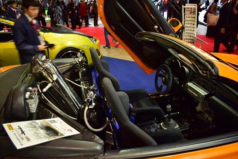 ベースは左ハンドル仕様のレクサス SC430です