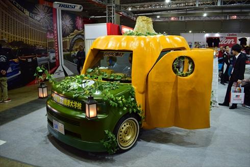トヨタ東京自動車大学校からは、bBオープンデッキをベースにした「CARぼちゃ」が登場