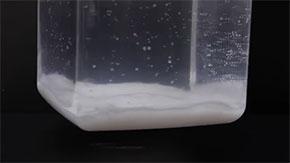 石灰水と食塩水を混ぜたところ