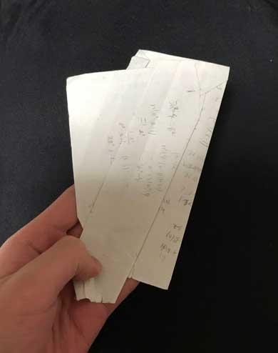 かばん 漁る わけのわからない折れ方をした紙 大量 出てくる 現象 あるある メモ レシート プリント