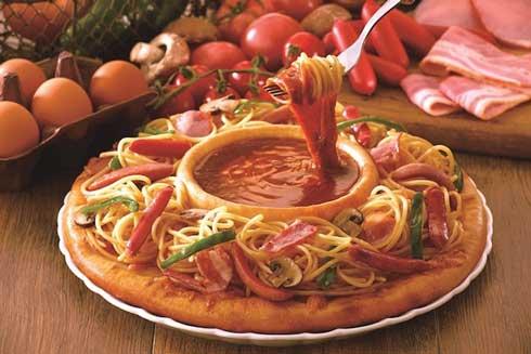 アオキーズ・ピザ シャウエッセン 乱立 大量 全力 ソーセージ カリーヴルスト風 ピザ