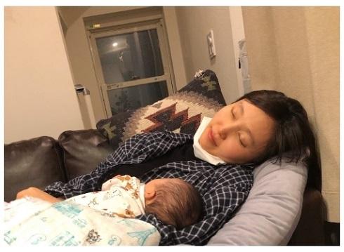 吉木りさ 夫婦 和田正人 娘 赤ちゃん 育児 寝落ち