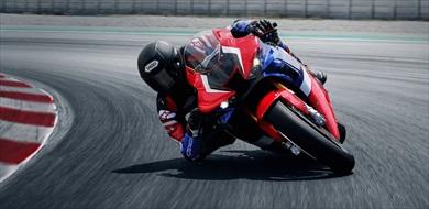 MotoGPマシン「RC213V」の技術をフィードバックしたエンジンを搭載