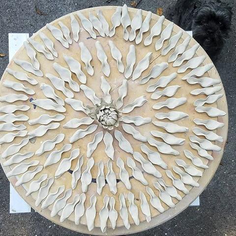 本物のような陶磁器の花