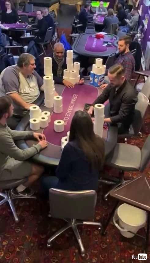 スポーツバーで撮影された闇のポーカーゲーム ある貴重品を賭けた勝負