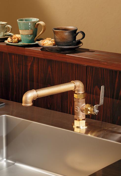 「厨房用立形自在水栓」取り付け例