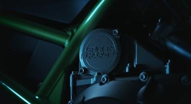 Ninja H2譲りのバランス型スーパーチャージドエンジンを搭載