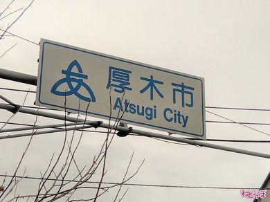 県道上にある案内標識「市町村」。政令指定都市でなければ県が管理をする