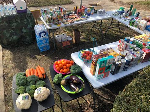 家の前で無料の食材提供 なくなるどころか寄付が集まりテントを設置する事態に