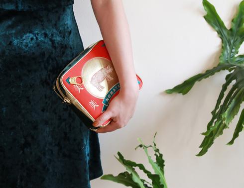 ポーク缶のポシェット・着用例