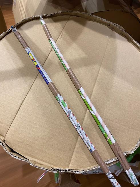 ダンボールで作ったドラムのスティック
