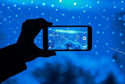 「発想がすごい」「きれいすぎて感動」 星空と星座が観察できる水族館がロマンチック