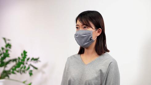 裁ほう上手で作ったマスクの着用例
