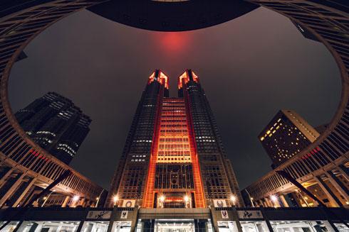 都庁 ライトアップ 写真 妻 ラスボス 東京アラート 世界エイズデー
