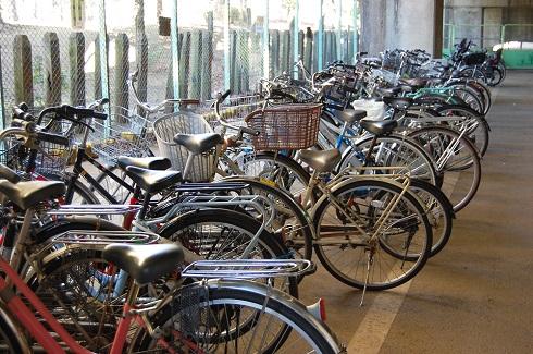 クルマに続いて、自転車のあおり運転も規定されます
