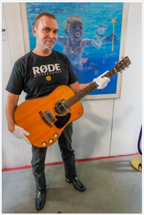 カート・コバーン ギター オークション 落札最高額 6億 601万ドル MTVアンプラグド ロードマイクロフォンズ