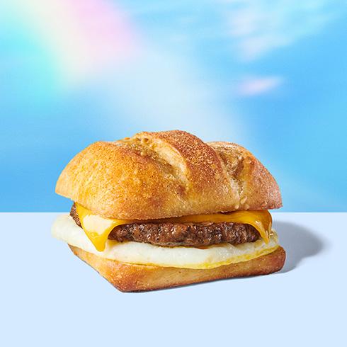植物由来のソーセージサンドが登場 米スタバが夏の新メニュー「Impossible Breakfast Sandwich」を販売開始