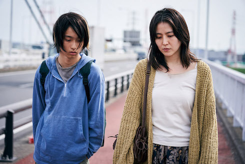 「MOTHER マザー」長澤まさみが共感度ゼロな毒親になる、実写版連ちゃんパパなこの暗黒映画を見逃すな