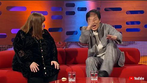 ジャッキー・チェン エリザベス女王 香港 対面 2008年 動画 英語