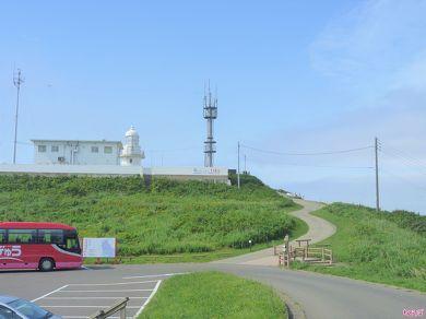 村道の上には灯台があります
