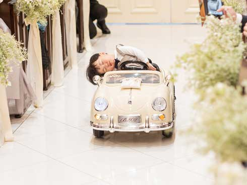 結婚式 リングボーイ 爆睡 子ども 車 ラジコン