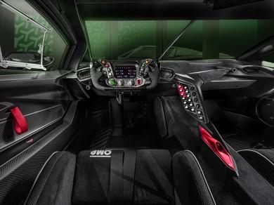 F1カーを連想させるディスプレイ付きマルチファンクションステアリングを装備