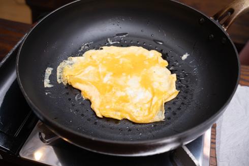 卵を焼くところ