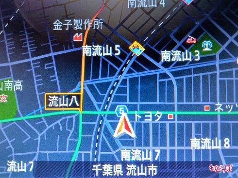 筆者のカーナビの画面。県道5号は主要地方道だが、「流山八」交差点から地図上部に延びる道路は一般県道