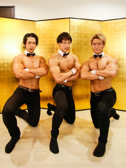 筋肉茶会の客3名