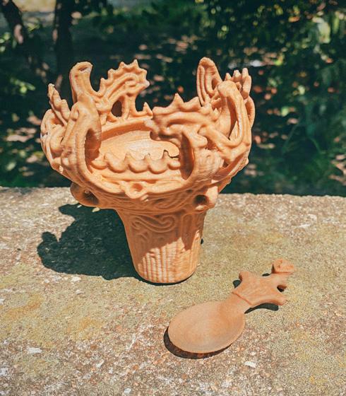 火焔土器ソフトクリーム容器と土偶スプーン