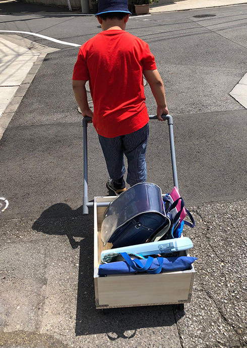 自由研究の工作が終業式の荷物を運べて効率的 小学生のトライアンドエラーが生んだ人力車がすごい