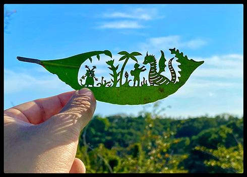 「ただただ美しい」「凄すぎる!」 温かみのある「葉っぱ切り絵」が心を和ませてくれる