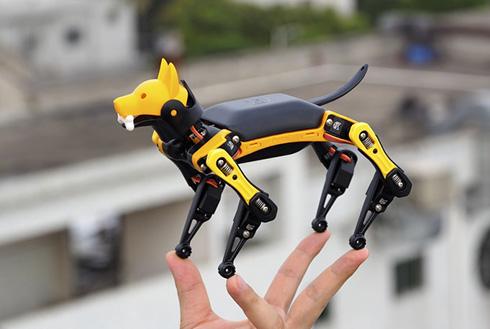 奇妙な動きで話題になった犬型ロボット「スポット」がミニサイズに 手のひらに載るBittleが販売へ
