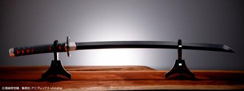 『PROPLICA 日輪刀(竈門炭治郎)』を台座に置いた様子